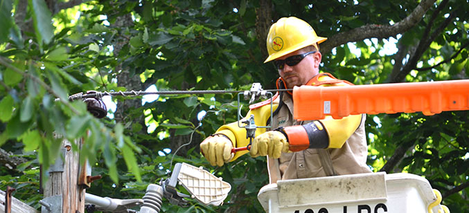 SMECO lineman working in Charles County