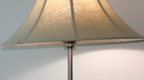 Lamp with natural or daylight bulb